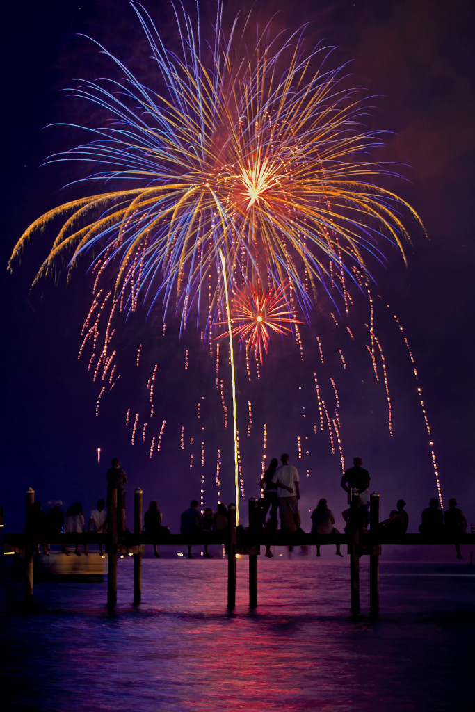 A164-sebastian-fireworks-fourth-july-dislpay-over-intracoastal-waterway-florida